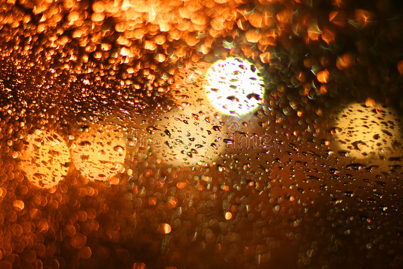 Chuva gotejada no vidro imagem de stock