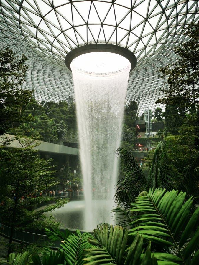 A chuva HSBC Vortex em Changi Jewel foto de stock