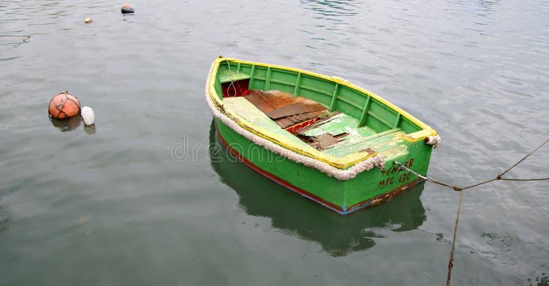 Chuva, silêncio e um barco só fotos de stock royalty free