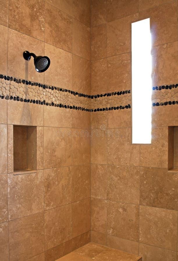 Chuveiro do banheiro da mansão do recurso fotografia de stock