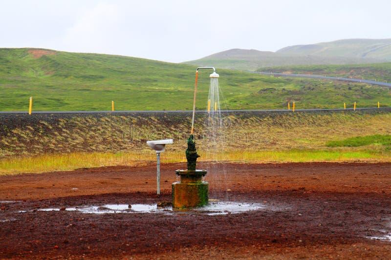 Chuveiro exterior perto de Myvatn, Islândia fotos de stock royalty free