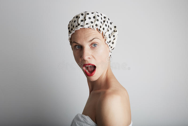 Chuveiro indo adolescente bonito da tomada da sensualidade nova fotos de stock royalty free