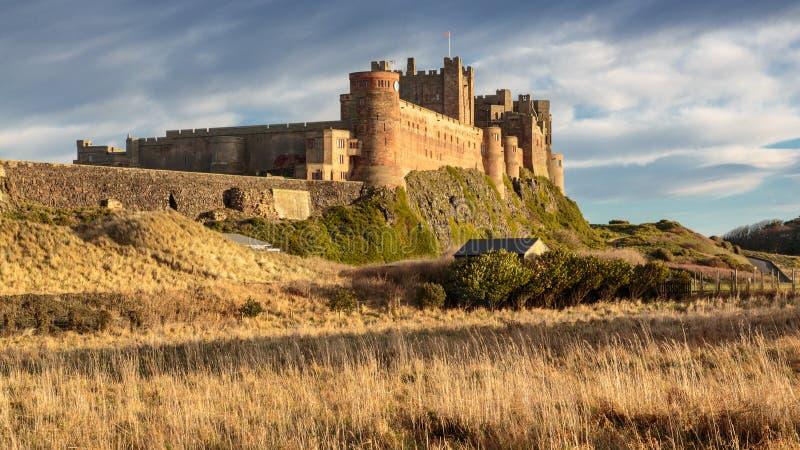 Chwalebnie Bamburgh kasztel w Northumberland zdjęcie stock