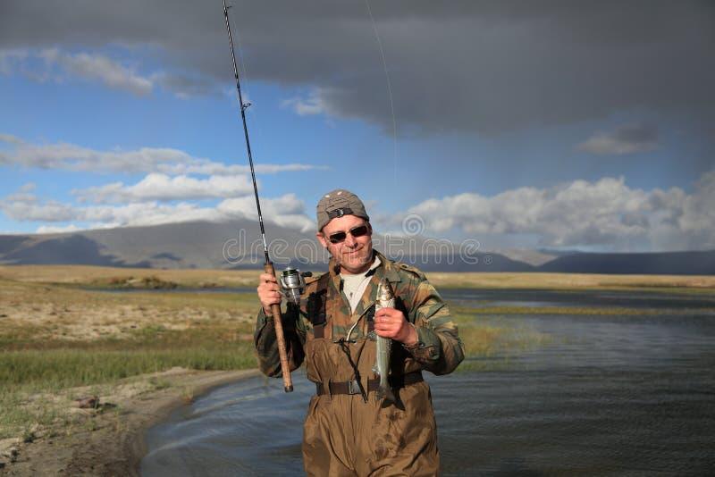 chwytający rybi rybaka góry przędzalnictwo fotografia stock