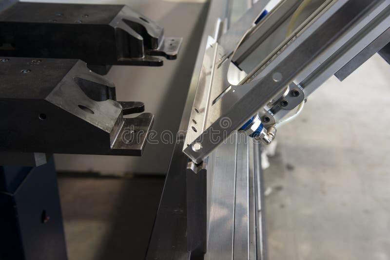 Chylenie metal na maszynie zdjęcia royalty free