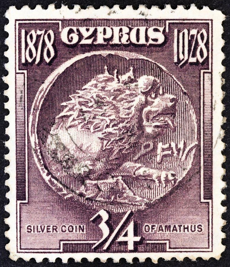 CHYPRE - CIRCA 1928: Un timbre imprimé à Chypre montre la pièce d'argent d'Amathus, vers 1928 photographie stock