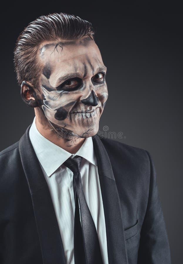 Chytry biznesmen z makeup kościec obraz stock