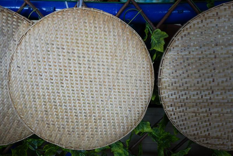 Ciérrese encima de cesta de arroz-aventamiento fotos de archivo