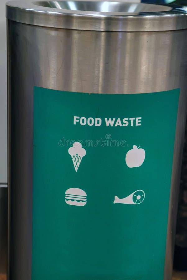 Ciérrese encima de compartimiento de los residuos orgánicos imagen de archivo