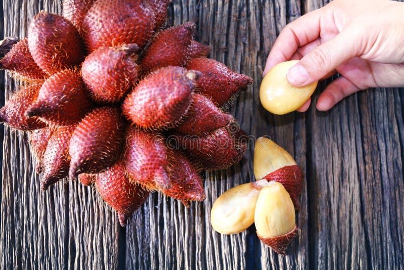 Ciérrese encima de escena de las frutas de Salak fotografía de archivo libre de regalías