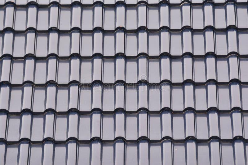 Ciérrese encima de grupo de fondo gris de tejado de tejas imagen de archivo