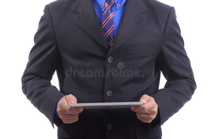 Ciérrese encima de la almohadilla táctil del uso del hombre de negocios foto de archivo libre de regalías