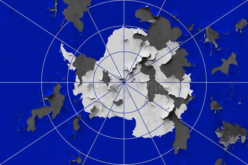 Ciérrese encima de la bandera sucia, dañada y resistida de la Antártida en la pared que pela de la pintura para ver superficie in fotos de archivo libres de regalías