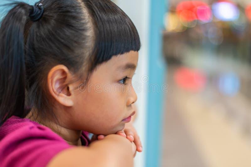 Ciérrese encima de la cara de la niña en perfil imagen de archivo libre de regalías