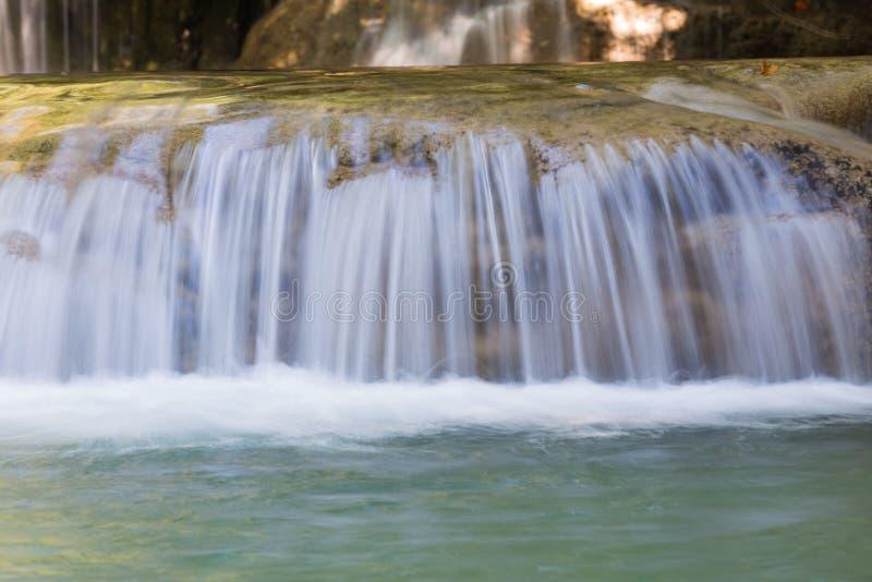 Download Ciérrese Encima De La Cascada Natural En Parque Profundo De La Nación Del Bosque Foto de archivo - Imagen de cierre, crecimiento: 64205312