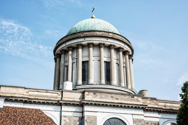 Ciérrese encima de la foto de la basílica en Esztergom, Hungría, arco religioso imagenes de archivo