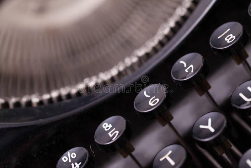Ciérrese encima de la foto de las llaves antiguas de la máquina de escribir imagenes de archivo