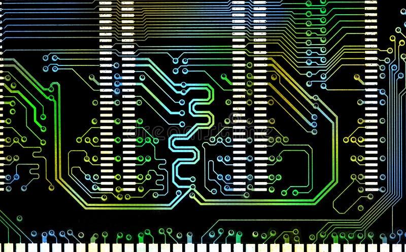 Ciérrese encima de la línea de color mezclada ordenador placa de circuito electrónica fotos de archivo libres de regalías