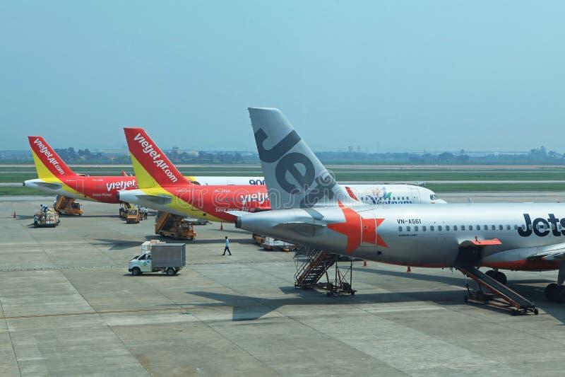 Ciérrese encima de la opinión una zona de aterrizaje de Noi Bai International Airport en la capital de Hanoi fotos de archivo