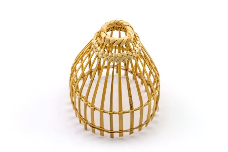 Ciérrese encima de la trampa de bambú de la pesca en blanco imagenes de archivo