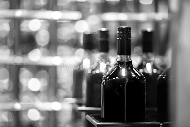 Ciérrese encima de las botellas de alcohol foto de archivo