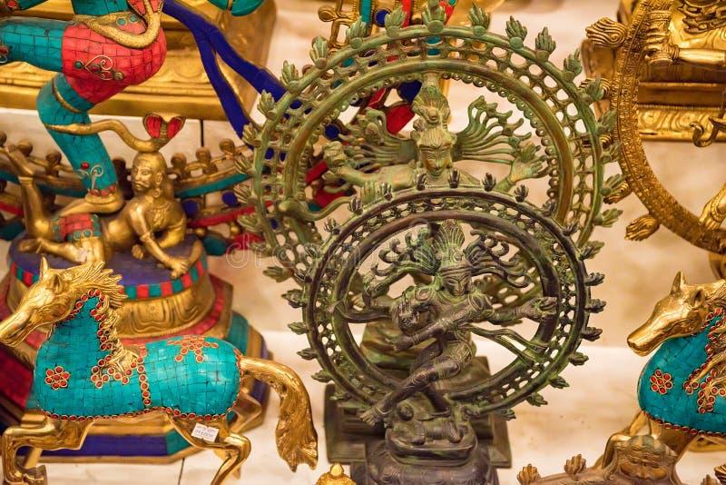 Ciérrese encima de las estatuillas indias del recuerdo de la diosa imagen de archivo