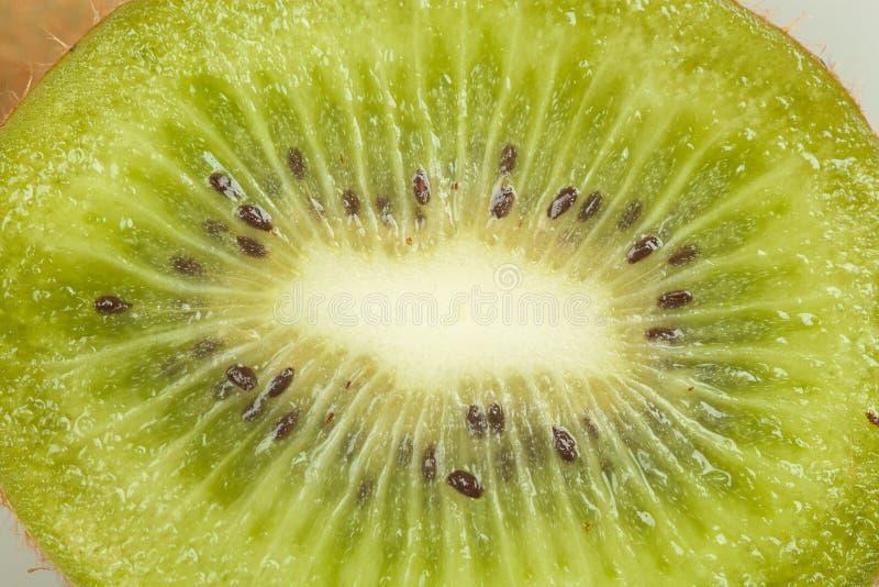 Ciérrese encima de macro de la fruta de kiwi fresca foto de archivo