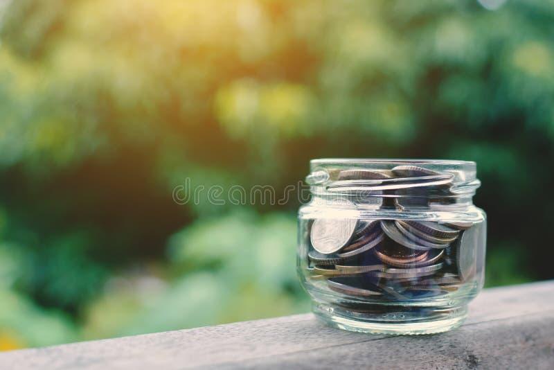 Ciérrese encima de moneda en la madera fotos de archivo libres de regalías