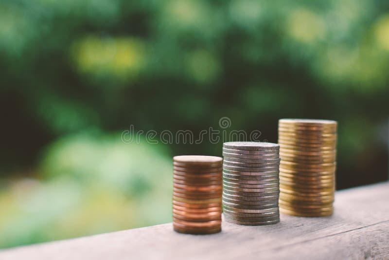 Ciérrese encima de moneda en la madera imágenes de archivo libres de regalías