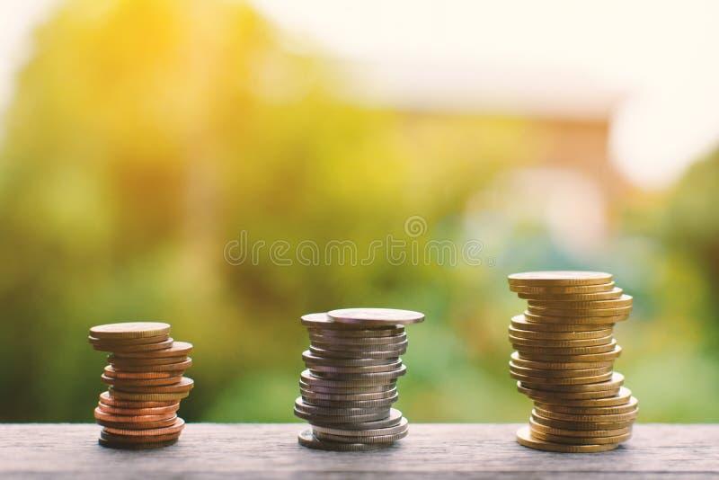 Ciérrese encima de moneda en la madera foto de archivo libre de regalías