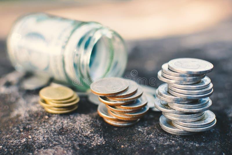 Ciérrese encima de moneda y del dinero imagenes de archivo