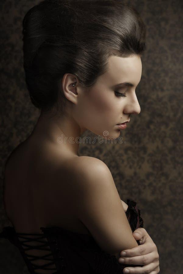 Ciérrese encima de mujer bonita del vintage del portarit foto de archivo