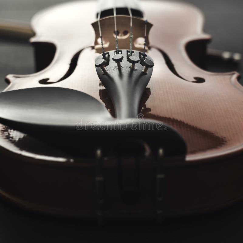 Ciérrese encima de tiro de un violín imagen de archivo