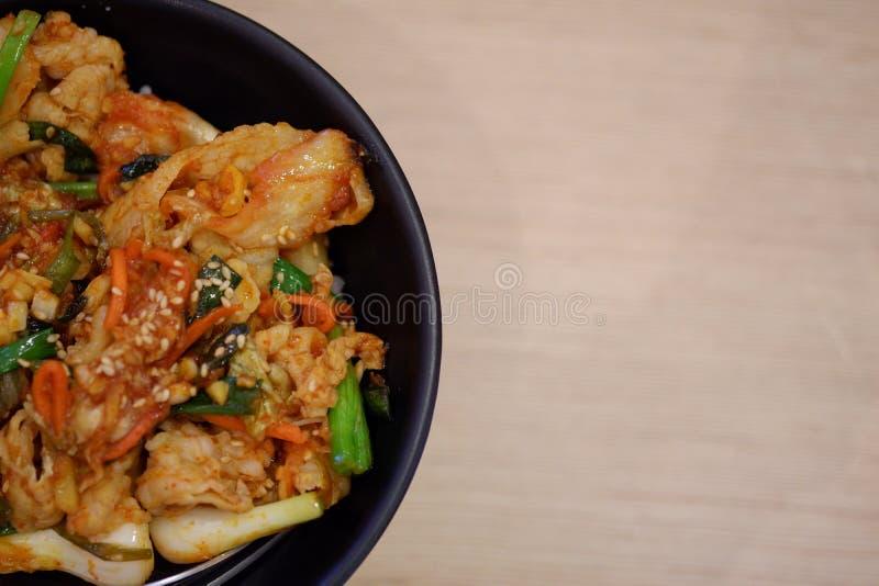 Ciérrese encima del arroz con kimchi fotos de archivo