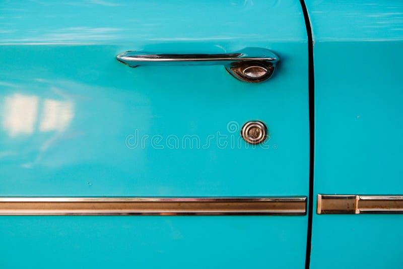 Ciérrese encima del detalle de un coche de motor australiano clásico a partir de los años 50 o de los años 60 foto de archivo