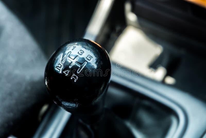 Ciérrese encima del engranaje manual; pieza del automóvil imagenes de archivo