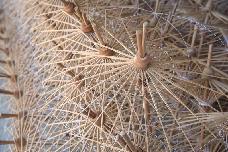 Ciérrese encima del estilo abstracto de bambú de los marcos del paraguas foto de archivo