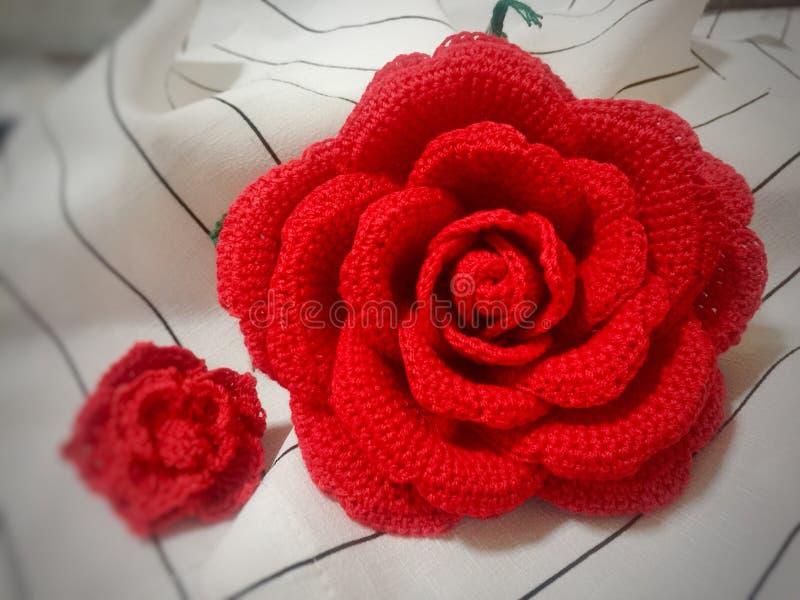 Ciérrese encima del ganchillo Rose hecha a mano imagen de archivo