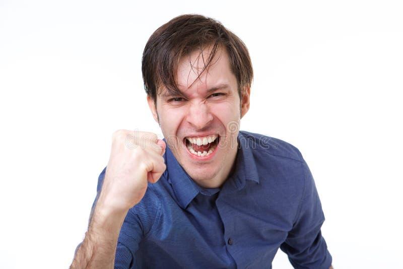 Ciérrese encima del hombre que sacude el puño en gesto emocional fotos de archivo