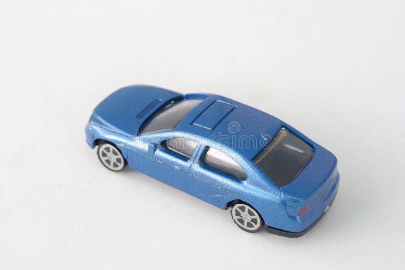 Ciérrese encima del juguete azul viejo del coche aislado en el fondo blanco fotografía de archivo libre de regalías