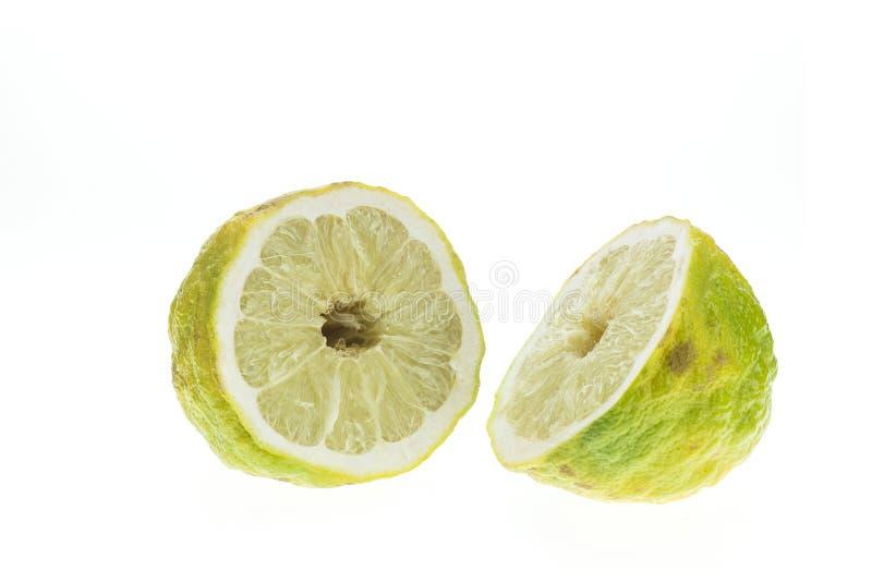 Ciérrese encima del limón verde tailandés grande aislado en blanco fotos de archivo libres de regalías