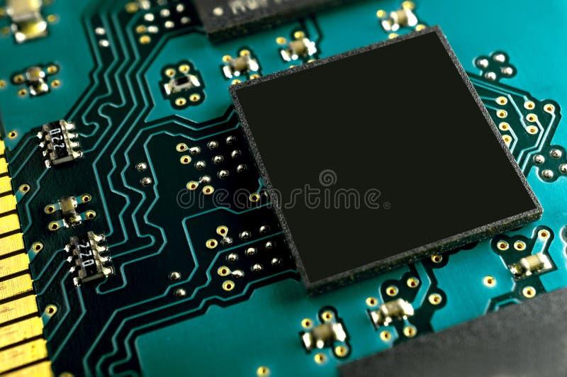 Ciérrese encima del microchip y copie el espacio imagen de archivo