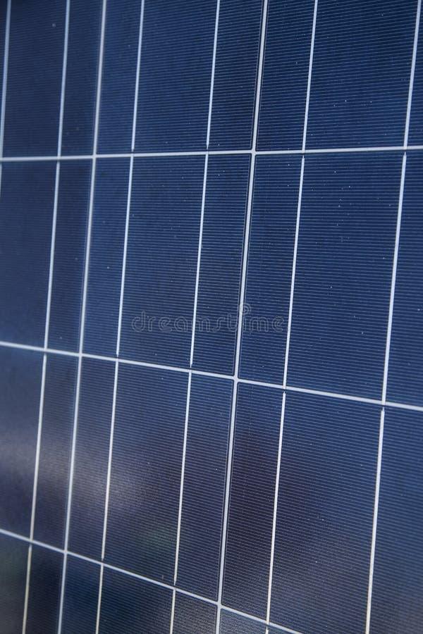 Ciérrese encima del panel solar azul fotos de archivo