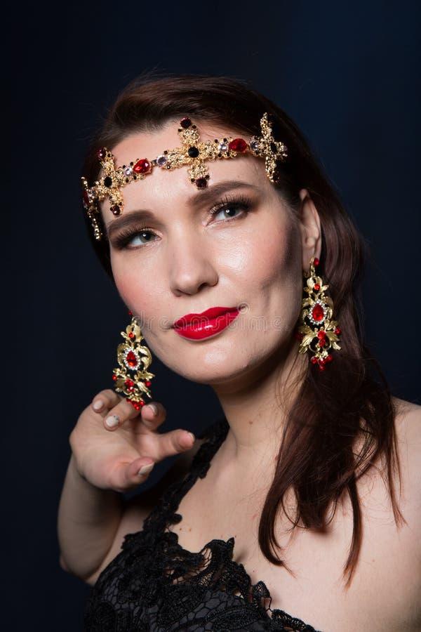 Ciérrese encima del retrato de la belleza de un modelo imagen de archivo libre de regalías