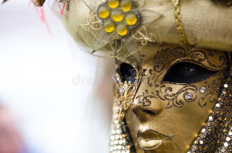 Ciérrese encima del retrato de la máscara femenina en Venecia foto de archivo