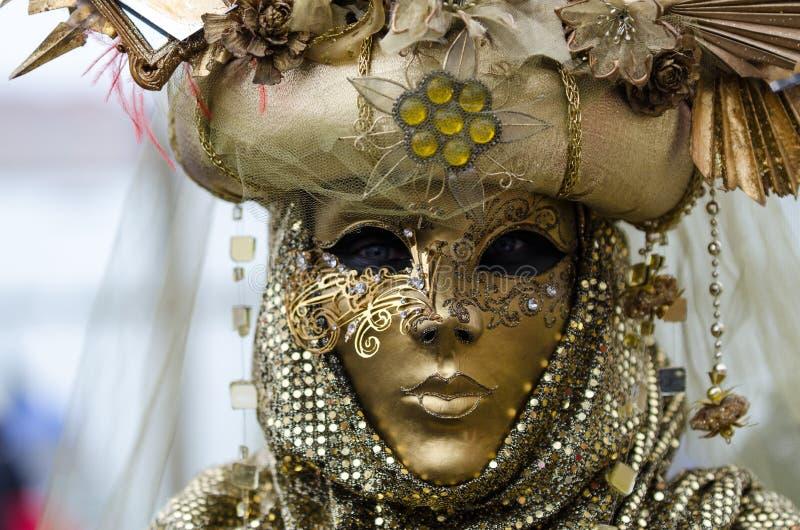 Ciérrese encima del retrato de la máscara femenina en Venecia fotos de archivo libres de regalías