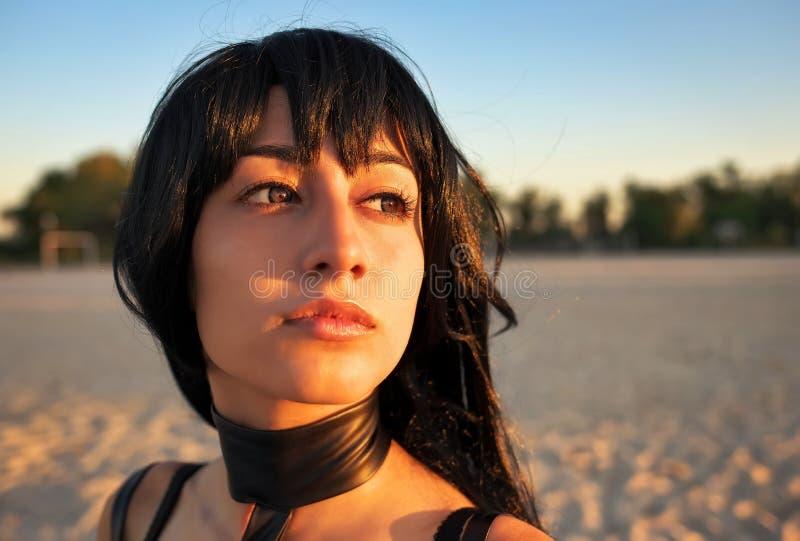 Ciérrese encima del retrato de la moda de la muchacha sensual hermosa imagen de archivo libre de regalías