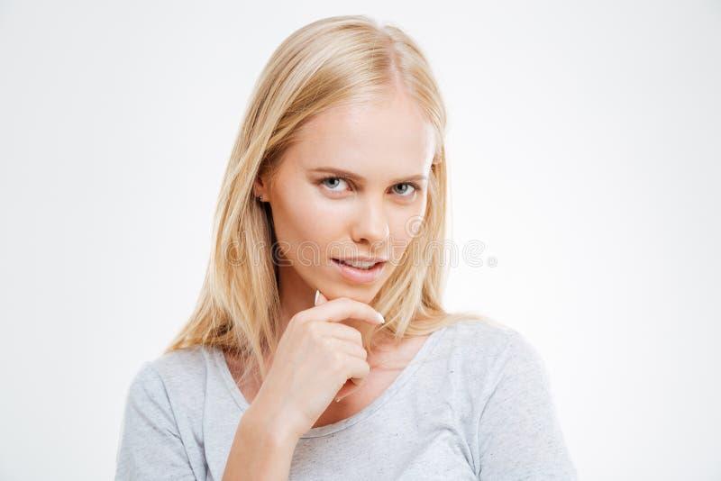 Ciérrese encima del retrato de una muchacha rubia que piensa en algo fotografía de archivo libre de regalías