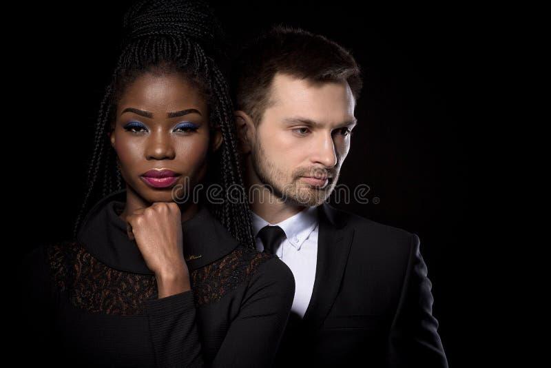 Ciérrese encima del retrato del hombre y de la mujer étnicos multi imagen de archivo