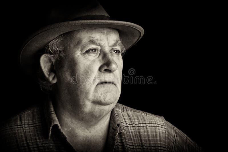 Ciérrese encima del varón mayor que desgasta un sombrero fotos de archivo libres de regalías